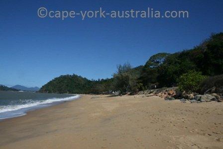 trinity beach cairns