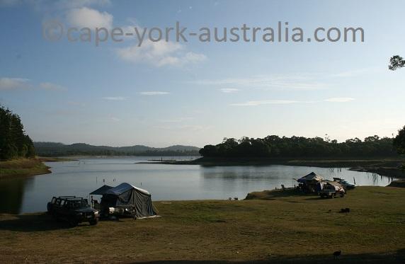 lake tinaroo camping