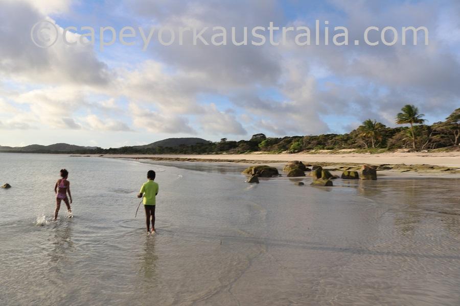 badu island beach walk
