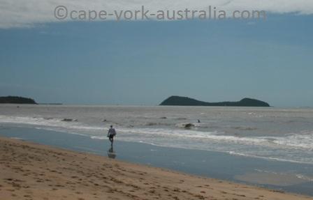 cairns beaches walking