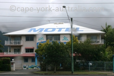 cairns reef motel