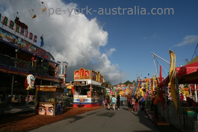 cairns show displays