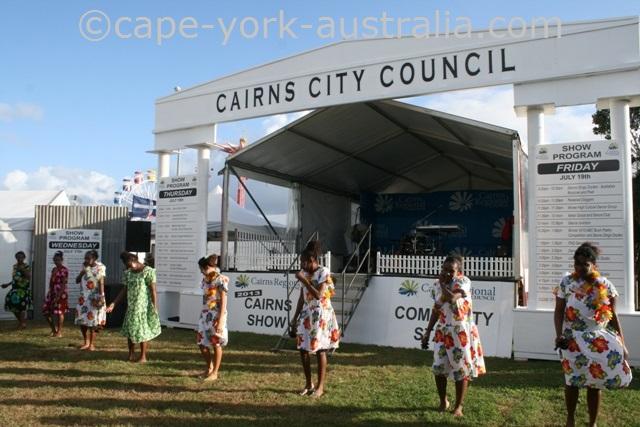 cairns show indigenous dancing