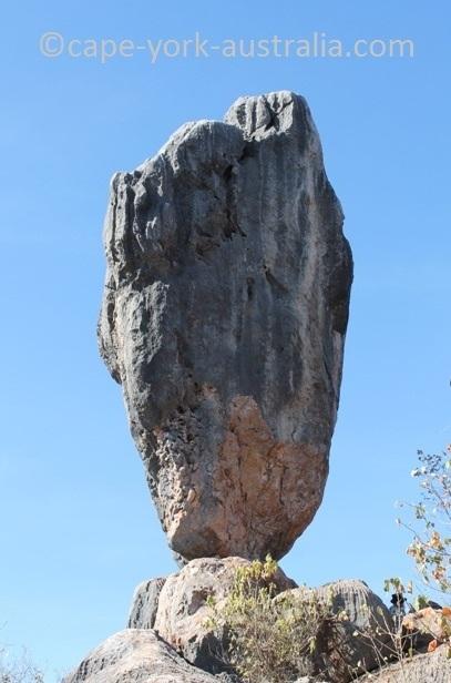 chillagoe balancing rock