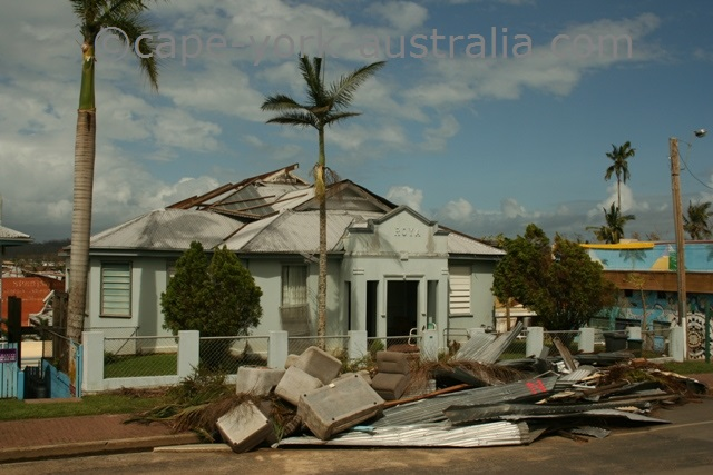 cyclone larry building innisfail