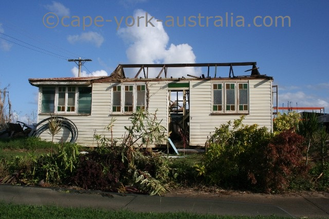 cyclone larry house innisfail