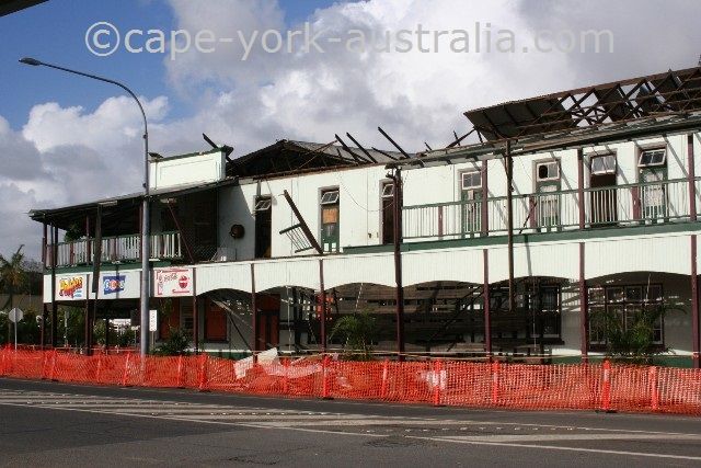 cyclone larry innisfail hotel