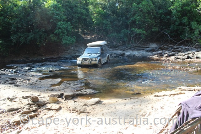 falls track pascoe river crossing