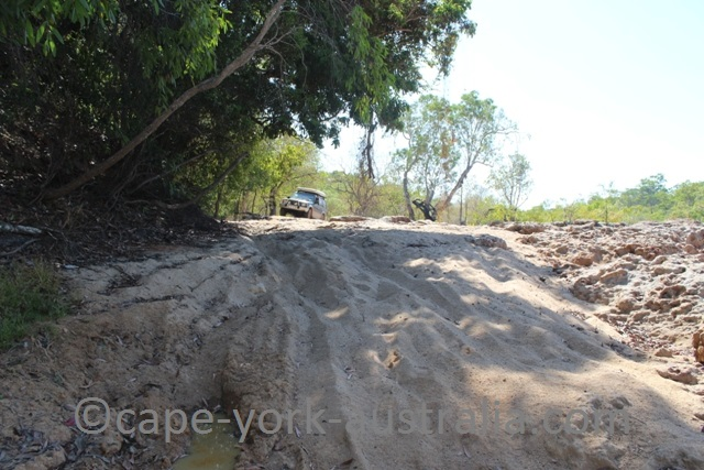 falls track wenlock river crossing sandy