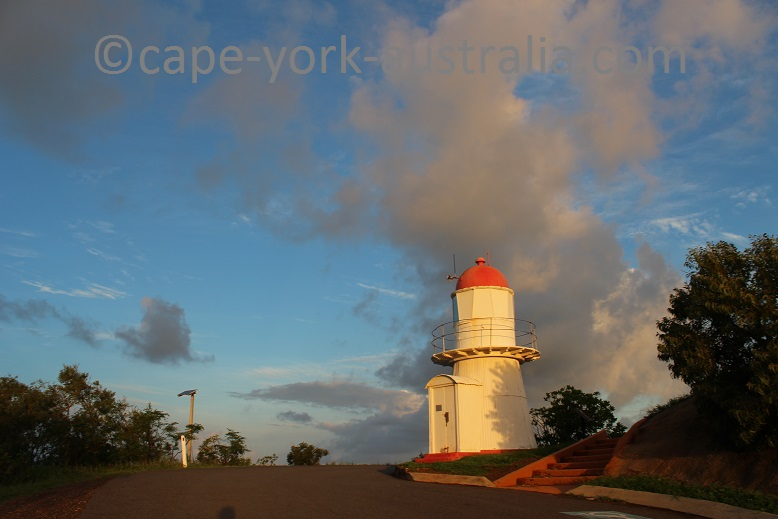grassy hill walk lighthouse