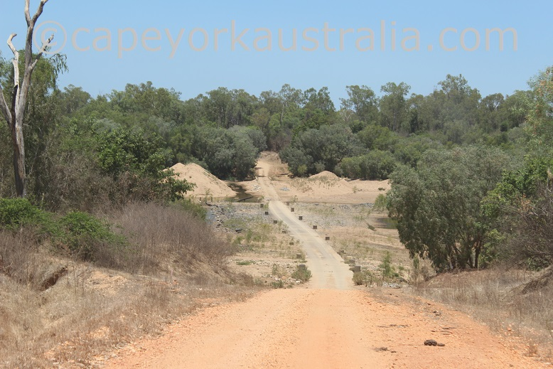 kimba to gamboola road mitchell river causeway