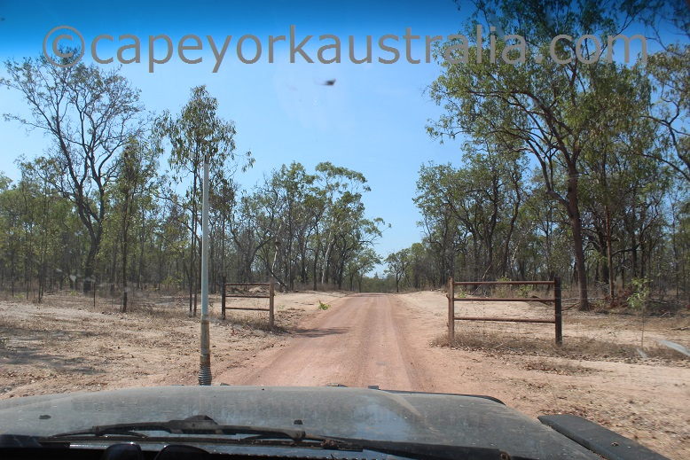 kimba to gamboola road open gate
