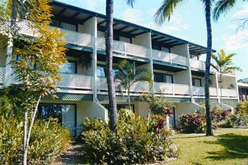 latitude 16 port douglas beachfront terrace apartments