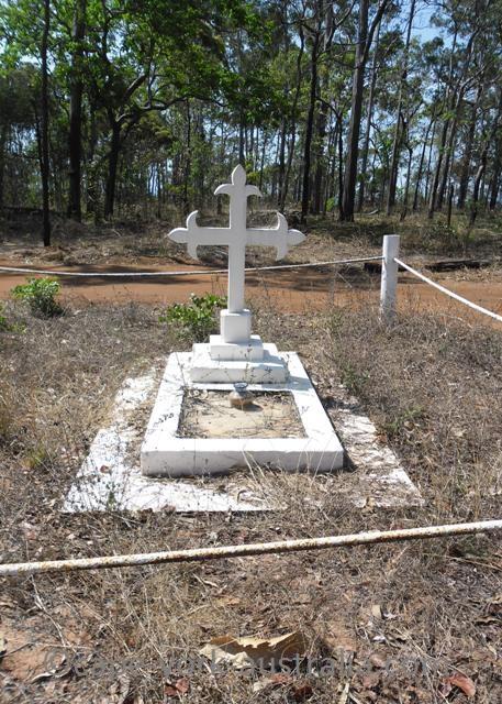 mutee head grave
