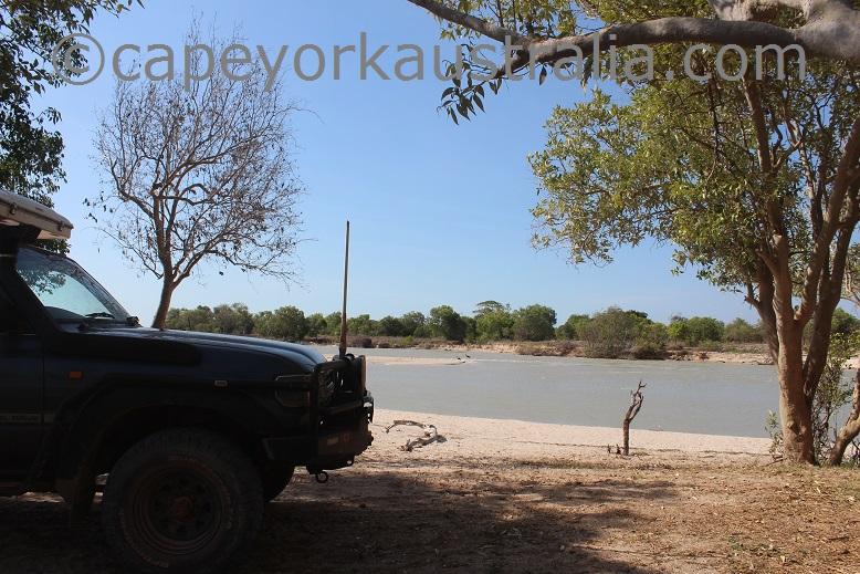 pormpuraaw mungkan river camping