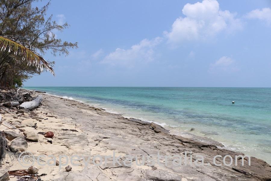 poruma island south beach