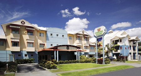 queens court hotel cairns