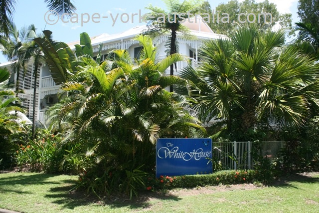 the white house holiday port douglas