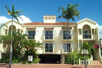 villa vaucluse apartments cairns